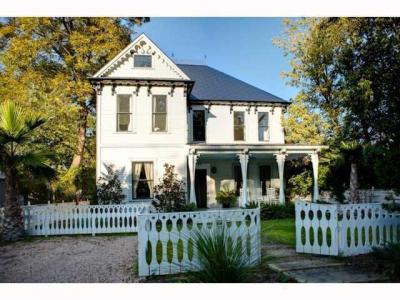 Elijah Wood Buys Home in Austin, TX