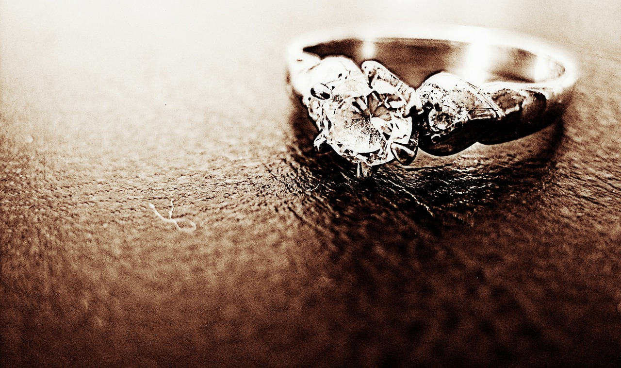 How to Save Money When Buying a Diamond Ring